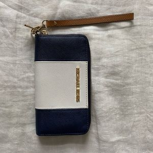 Micheal Kors wallet with wristlet